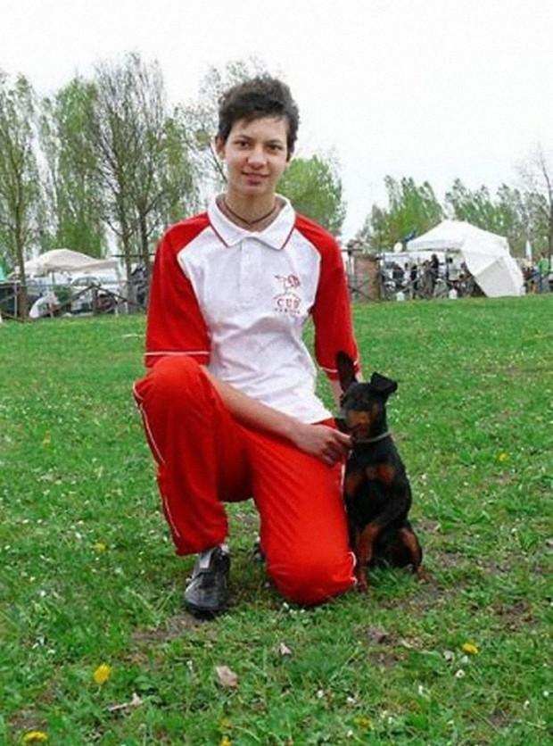 PUCK DEL PIERVEZ Puck del Piervez condotto impeccabilmente dalla sua proprietaria Renata Camis, si proclama CAMPIONE ITALIANO ASSOLUTO DI AGILITY 2013 cat. SMALL al Campionato Italiano Assoluto di Agility tenutosi alla Fiera di Rho (Milano) il 13 Gennaio 2013. Puck a Saronico (TN) il 16.09.2012 ottiene i requisiti per poter essere proclamato CAMPIONE ITALIANO DI AGILITY.